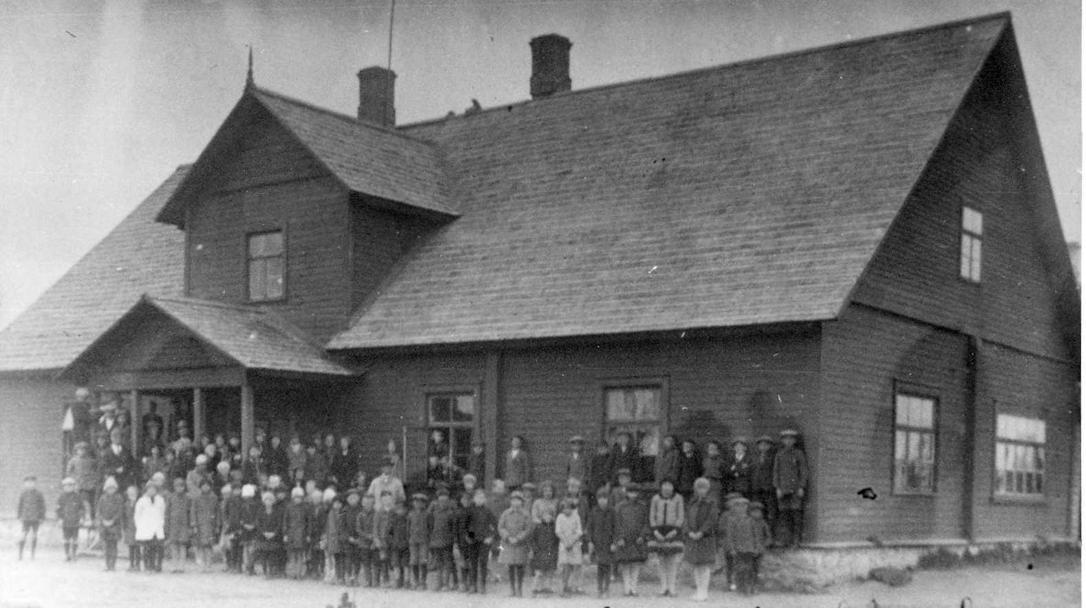 Haljala algkool 1920. aastatel (foto: www.haljala.edu.ee)