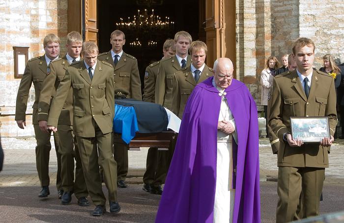 Kapral Taavi Peetre sarka kandsid kaasvõitlejad Kaitseväe spordirühmast (foto: www.mil.ee)