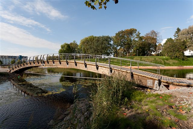 Pärnu Vallikraavi jalakäijate sild