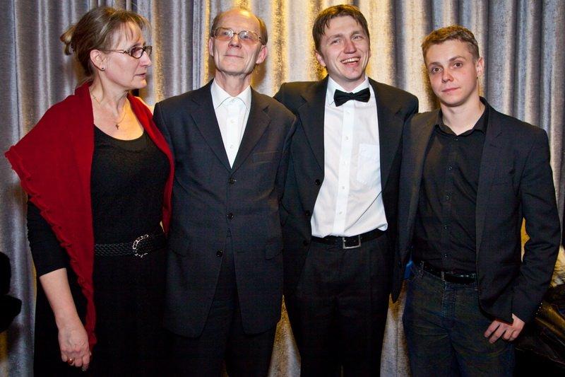 Fotol vasakult paremale: Erika Laansalu (Kinoliidu tegevjuht), Peep Puks (Kuldpääsu laureaat), Peter Murdmaa (Eesti Filmi Päevade peakorraldaja), Tanel Toom (Hõbepääsu laureaat).