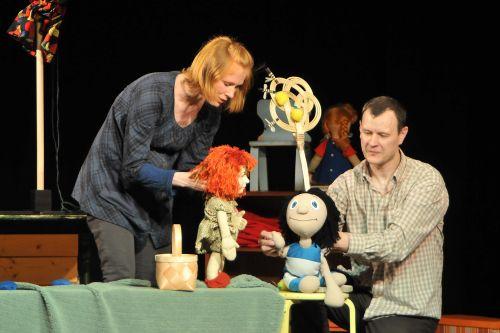 Hetk etendusest SIPSIK. Mängivad Maarja Jakobson ja Leino Rei (foto: Teatri Kodu)