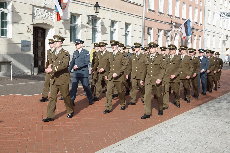 Kõrgema Sõjakooli kadetid sõjakooli 91. aastapäeva pidulikul jalutuskäigul (foto: www.mil.ee)