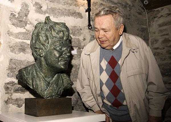 Jaanus Orgulas ja Toots - Erika Haggi loodud skulptuur temast (foto: www.tmm.ee)