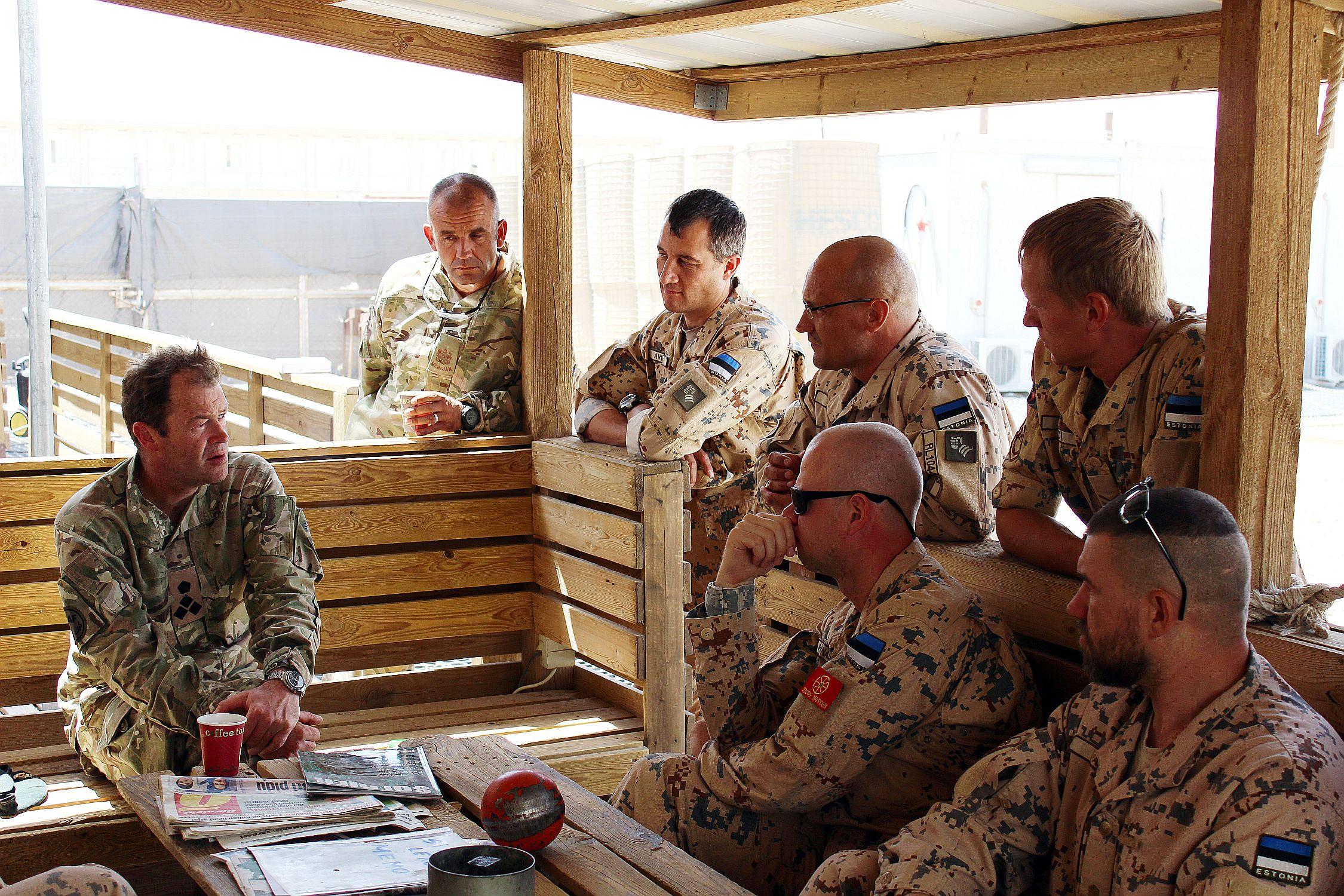 Brigaadikindral Patrick Sanders kohtus Camp Bastioni sõjaväebaasis Eesti kaitseväelastega (foto: www.mil.ee)