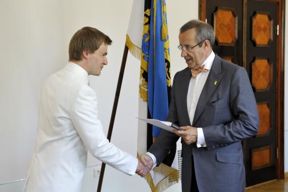 2011.a noore kultuuritegelase preemia üleandmine dirigent Risto Joost'ile (foto: presidendi kantselei / Toomas Volmer)